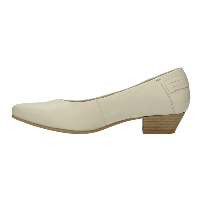 Leather low-heeled court shoes bata, beige , 624-1603 - 26